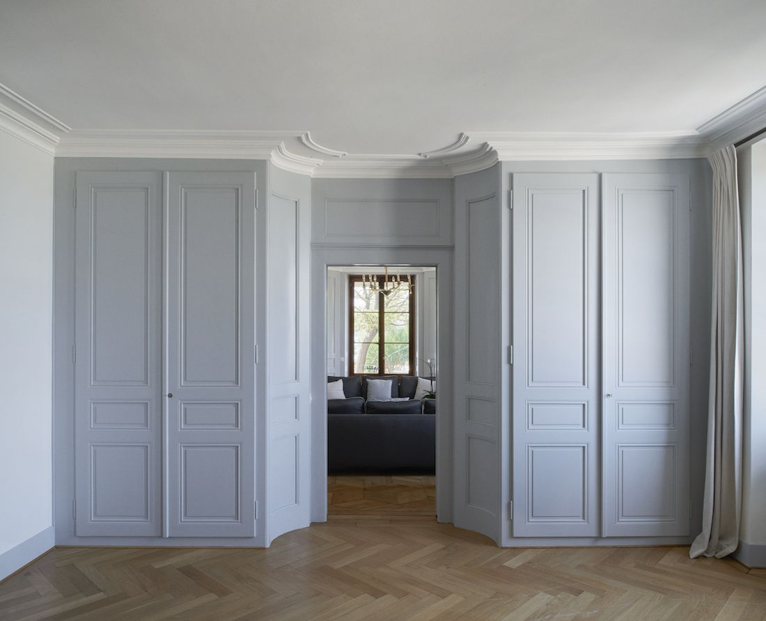Interior transformation and partial renovation of a protected mansion in the village of Hermance.